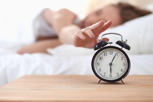 dormirse mas rapido establece una hora