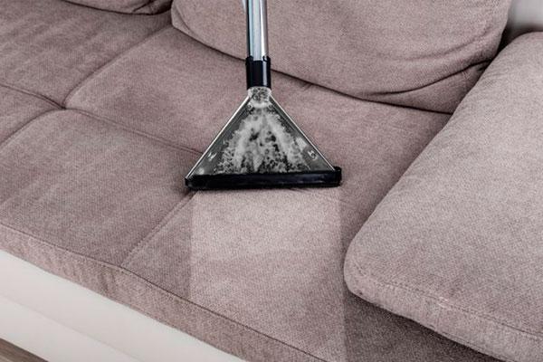 Cómo limpiar un sofá de tela